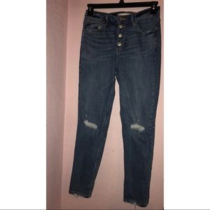 Button-fly highwaisted distressed boyfriend jeans
